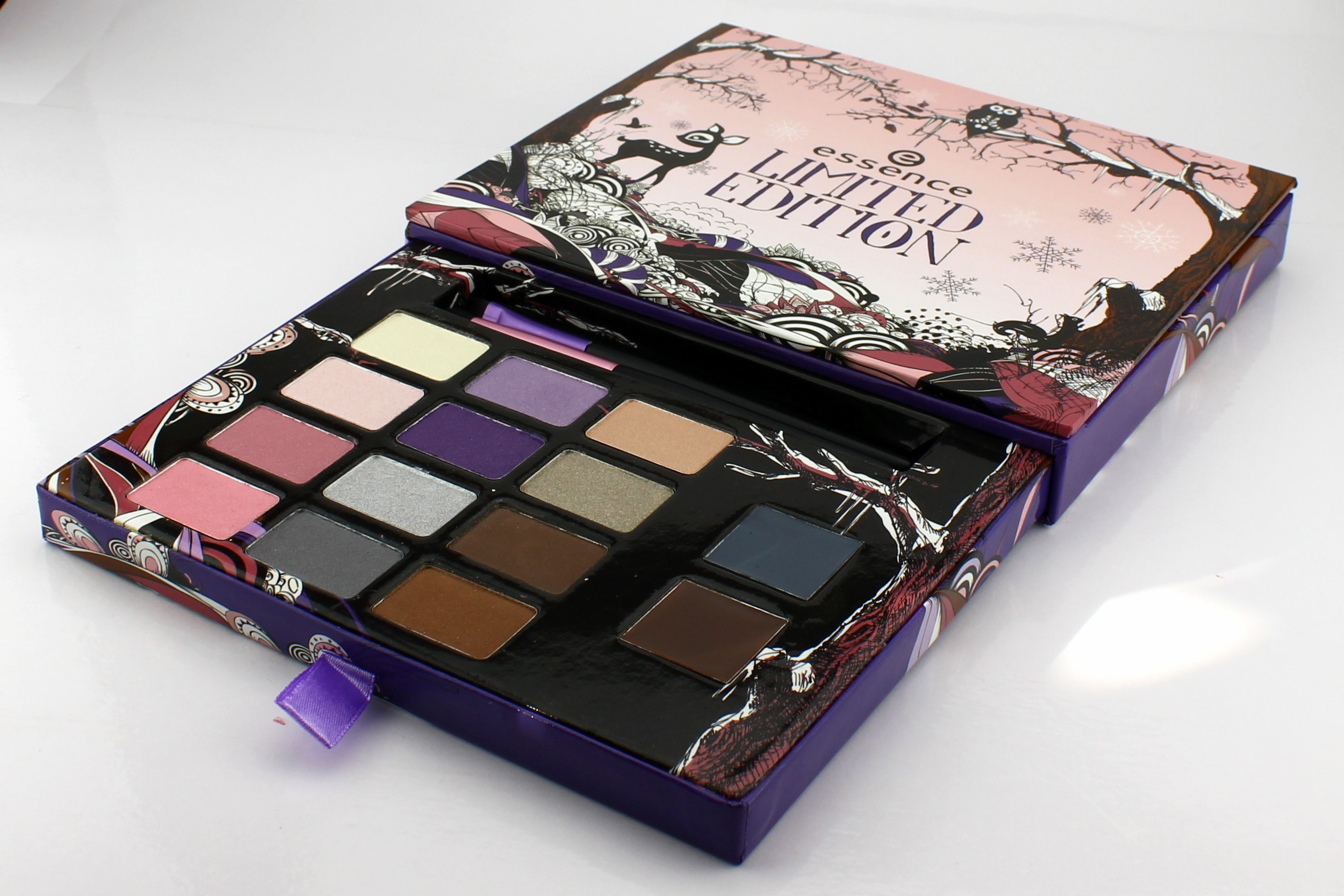 ESSENCE-Eyeshadow-Palette-Limited-Edition-Christmas-2011-Reh-Bambi-3