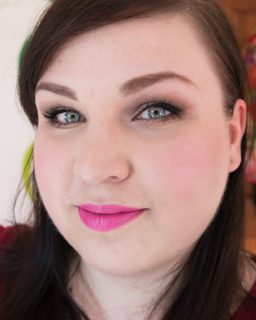 BENEFIT-They-re-real-Push-up-Liner-Review-Lidstrich-Gesicht