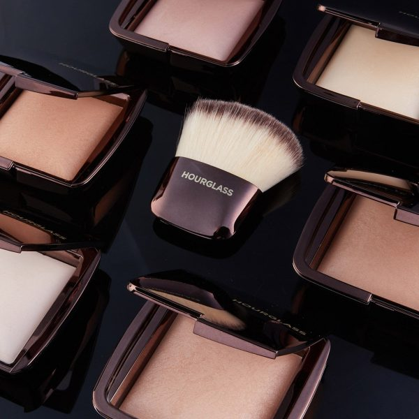 HOURGLASS Ambient Lighting Powder Brush Ambient