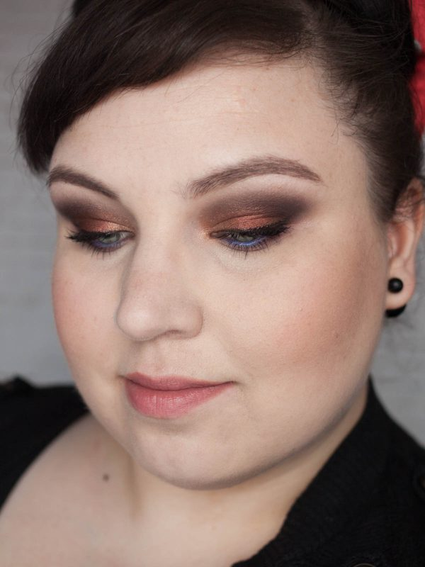 MAC Burgundy Times Nine Makeup Eyeshadow Palette Antiqued Noir Honey Lust Portrait Augen zu