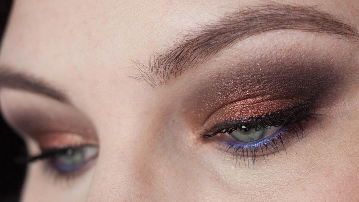 MAC Burgundy Times Nine Makeup Eyeshadow Palette Augen Tageslicht