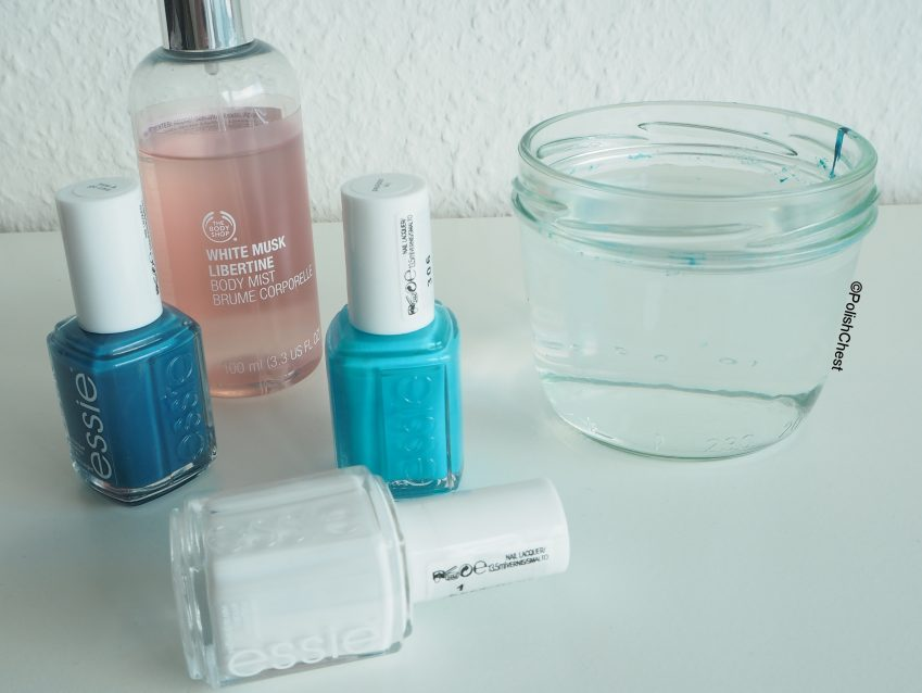 Water Spotted Manicure: Swimming Pool Nägel mit ESSIE
