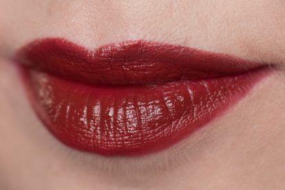 rostrotes Lipstick-Gemisch