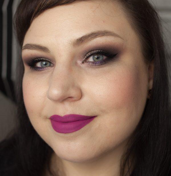 MAC Tailored to Tease Retro Matte Liquid Lipcolour Lipstick Face Daylight