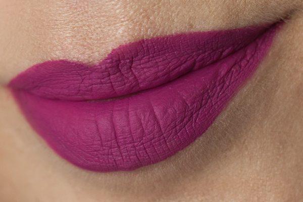 MAC Tailored to Tease Retro Matte Liquid Lipcolour Lipstick Lips Daylight