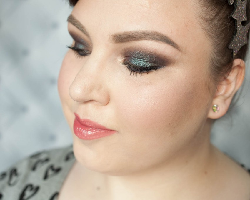 DOUGLAS Lost in Galaxy Eyeshadow Green Smokey Eyes changierend