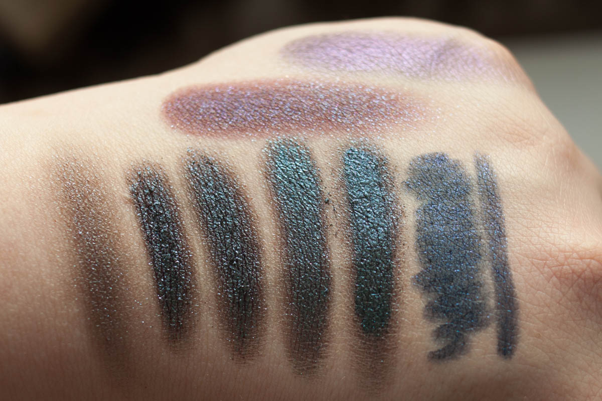 DOUGLAS Lost in Galaxy Eyeshadow Green Swatches – indirektes Licht