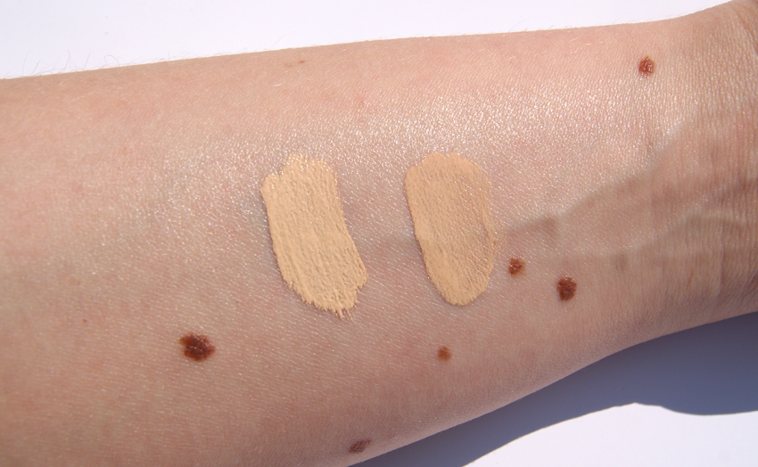URBAN DECAY Naked Skin Liquid Makeup (rechts) und URBAN DECAY Naked Skin Weightless Complete Coverage Concealer (links)