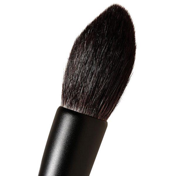 SURRATT BEAUTY Artistique Highlight Brush Detail