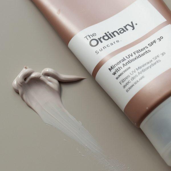 THE ORDINARY Mineral UV Filters SPF 30 with Antioxidants Sunscreen mineralischer Sonnenschutz LSF kaufen Deutschland bestellen Textur Farbe Erfahrungen Review_