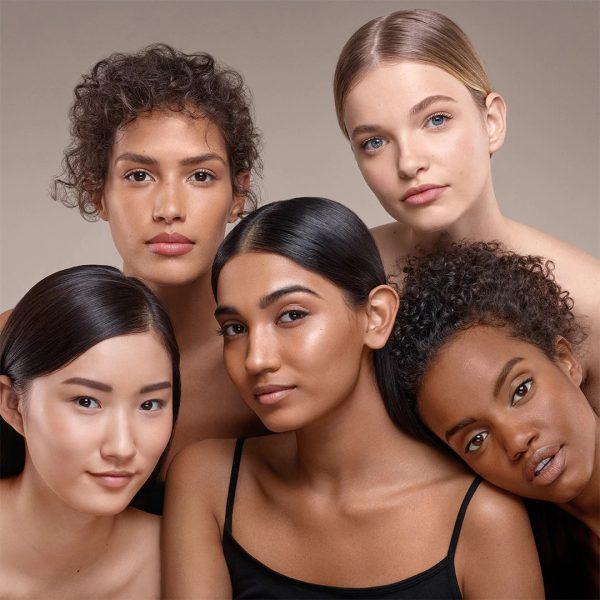BOBBI-BROWN-Skin-Foundation-Stick-Campagne (1)