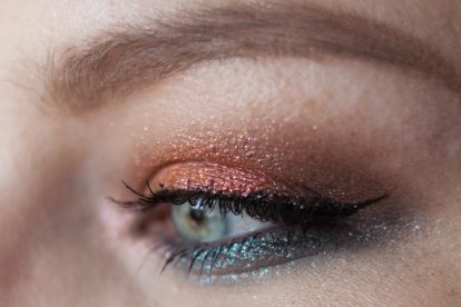 URBAN DECAY Moondust Eyeshadow Palette Makeup Closeup Eye