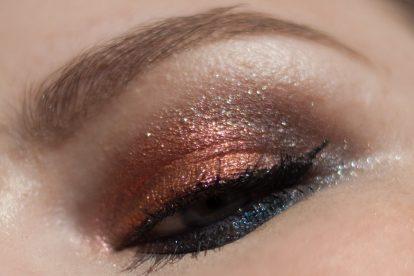 URBAN DECAY Moondust Eyeshadow Palette Makeup Closeup Funkeln