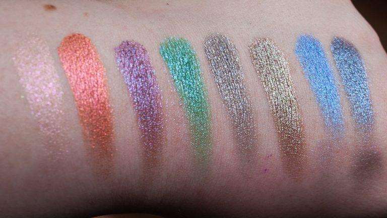 URBAN DECAY Moondust Eyeshadow Palette Swatches Blitz unscharf