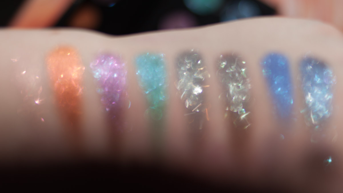URBAN DECAY Moondust Eyeshadow Palette Swatches unscharf