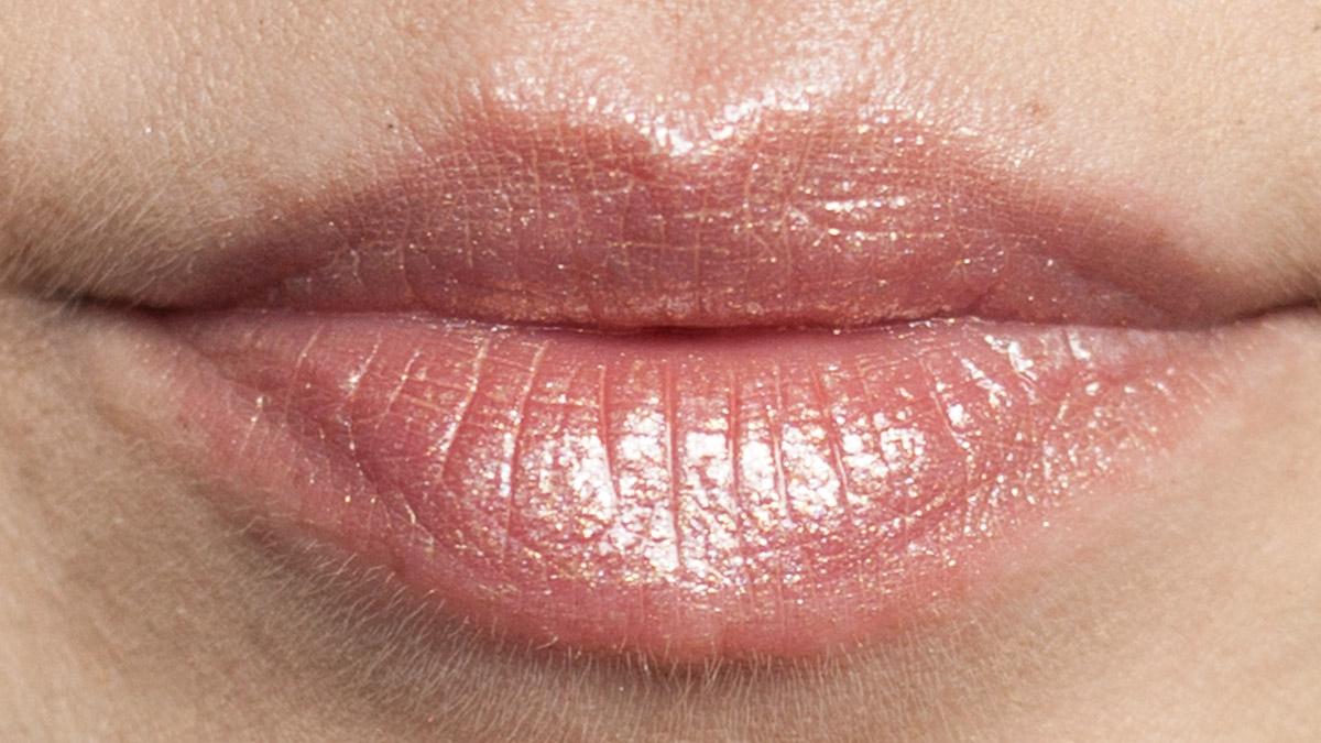 Anderer Blickwinkel auf JOUER Long-Wear Lip Topper Skinny Dip