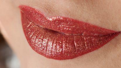 JOUER Long Wear Lip Topper Skinny Dip auf LIME CRIME Rustic Velvetine