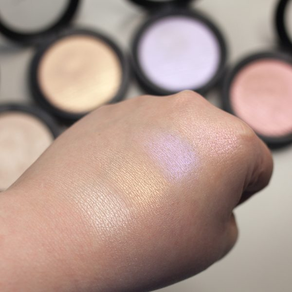 MAC Extra Dimension Skinfinish Highlighter Double-Gleam - Beaming Blush - Soft Frost - Show Gold Swatches natural light