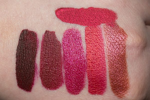 Swatches LIME CRIME 'Jingle' ('Red Hot') unten: GERARD 'Ruby Slippers' (ganz anders als Promo) | L.A. SPLASH 'El Catrin' (kaum metallisch) | COLOURPOP x Hello Kitty 'Surprise' | BEAUTY BAKERIE 'Apple Crisp' | COLOURPOP 'Mugshot'