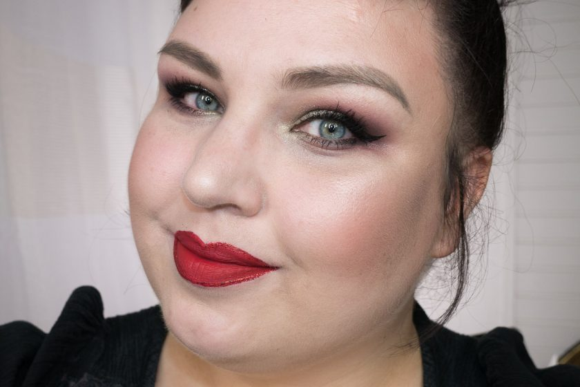 Glitter Lipliner: LIME CRIME'Red Velvet' mit LIT'Fire Cracker #3' umrandet
