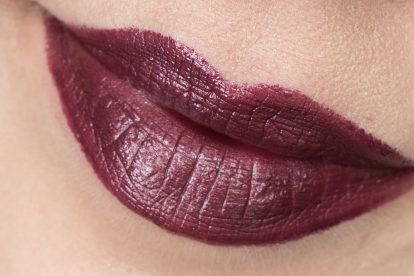 essence Purple Pistol Metal Shock Lipstick Lippenstift