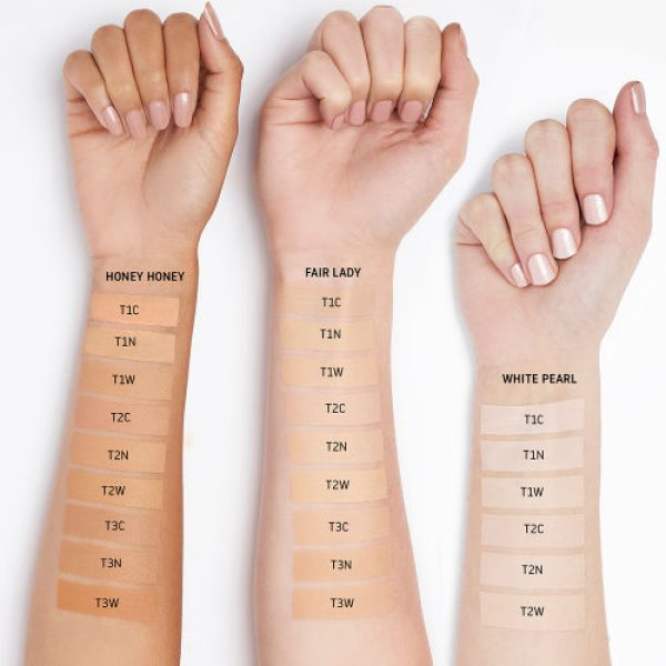 UOMA BEAUTY Say What Foundation Fair Light Swatches