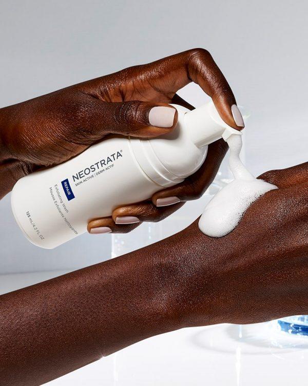 NEOSTRATA Skin Active Exfoliating Wash PHA Waschschaum chemisches Peeling Reinigungsschaum Textur