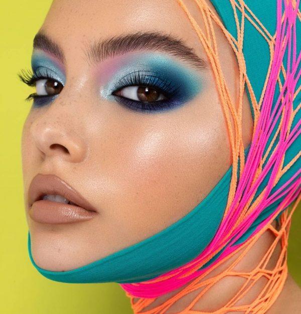 NATASHA DENONA Circo Loco Eyeshadow Palette Blue Look