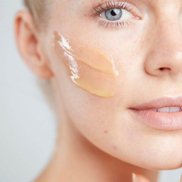 ELEMIS Pro-Collagen Cleansing Balm einmassieren