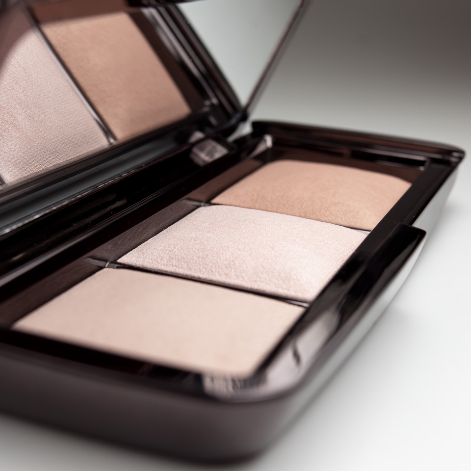 HOURGLASS Ambient Lighting Palette Highlighter Powder Trio Detail