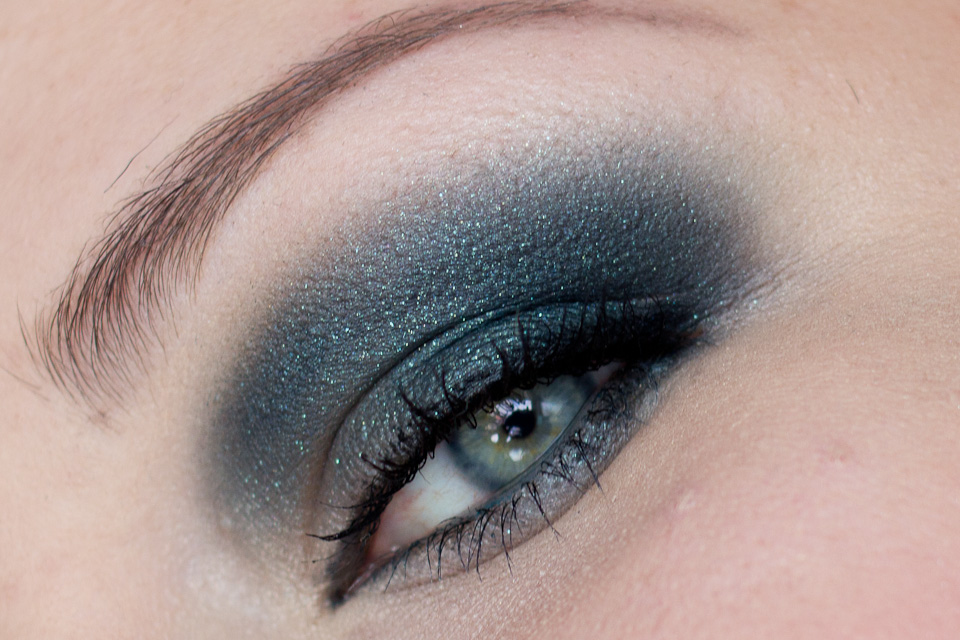 KIKO Dark Slate Green Water Eyeshadow Makeup Smokey Eyes (6)