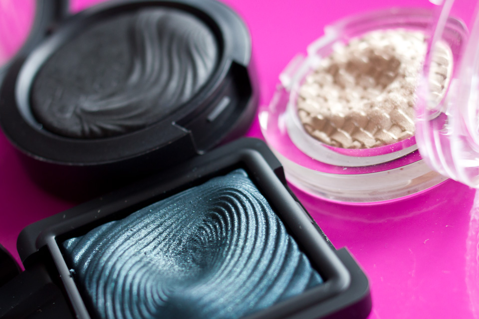 KIKO Dark Slate Green Water Eyeshadow Makeup Smokey Eyes (2)