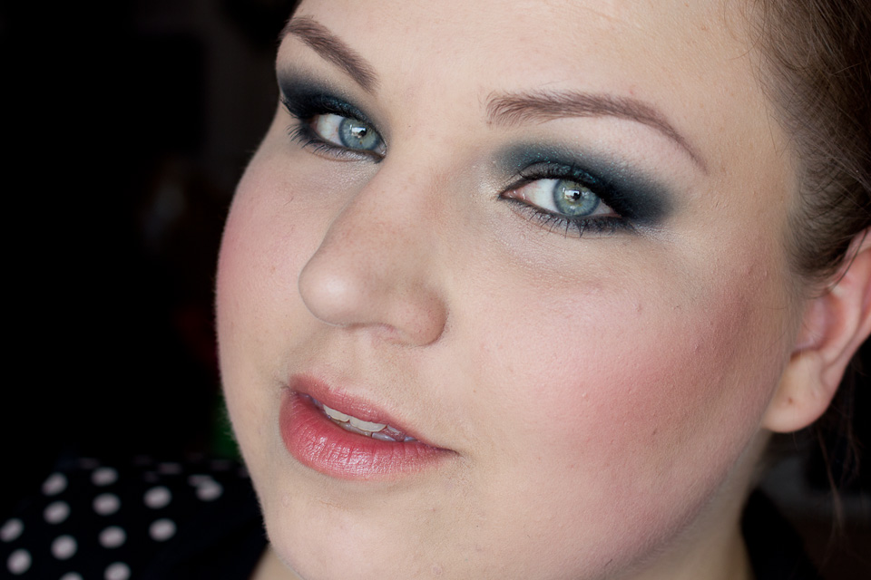 KIKO Dark Slate Green Water Eyeshadow Makeup Smokey Eyes