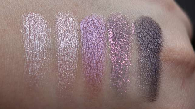 MAC Pinkluxe Veluxe Pearlfusion Shadow Palette Swatches dry Tageslicht