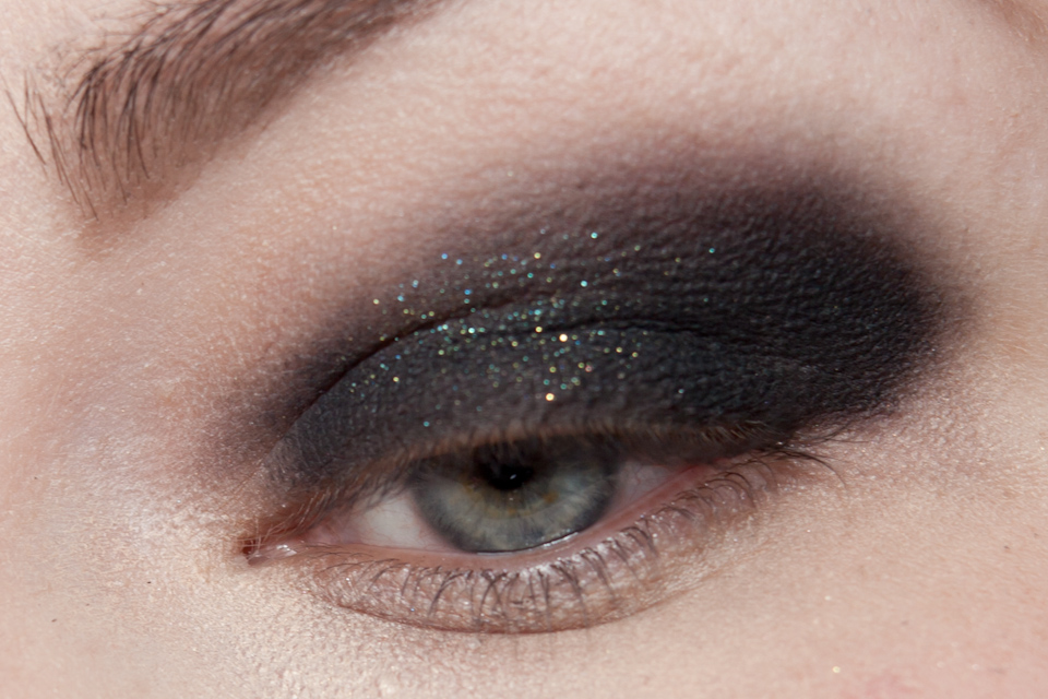 URBAN DECAY Zodiac MAKE UP FOR EVER Aqua Black Makeup Look-2-2