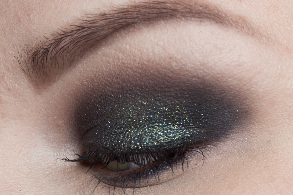 URBAN DECAY Zodiac MAKE UP FOR EVER Aqua Black Makeup Look-6